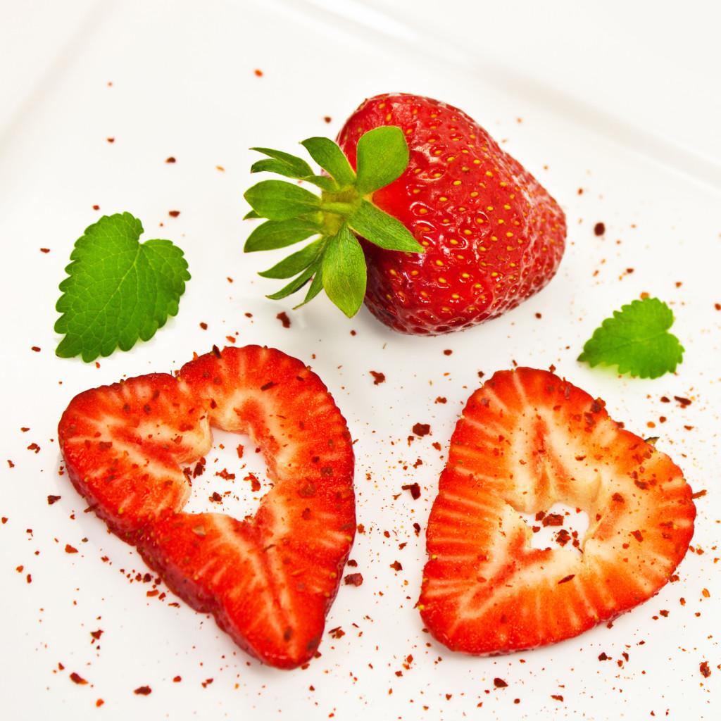 Erdbeer-Herzen und Chili